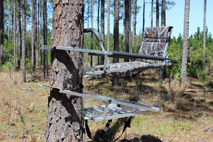 The Combow Hunter By Deer Crossing Tree Stands Inc